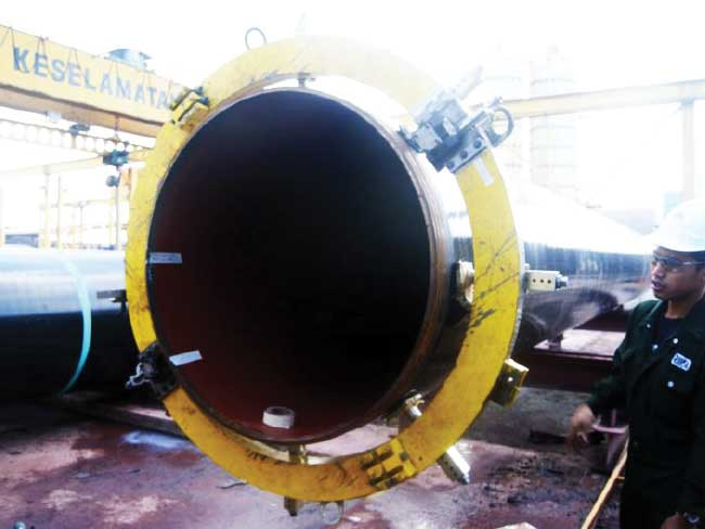 "YAMAL EUROPIPE GAS CUTTING & ""J"" BEVEL OF 56"" OD PIPE"
